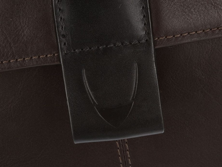 close up of arad brown and black bag strap
