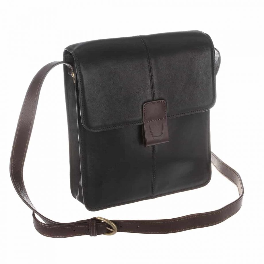 3-4 view of the Arad 03 cross body black-brown dispatch Ranchero vegetable tanned leather bag with the strap