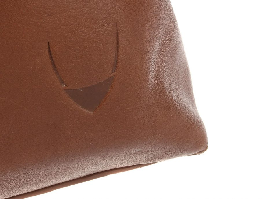 A close up photo of the logo on Fitch 03 Tan leather holdall bag