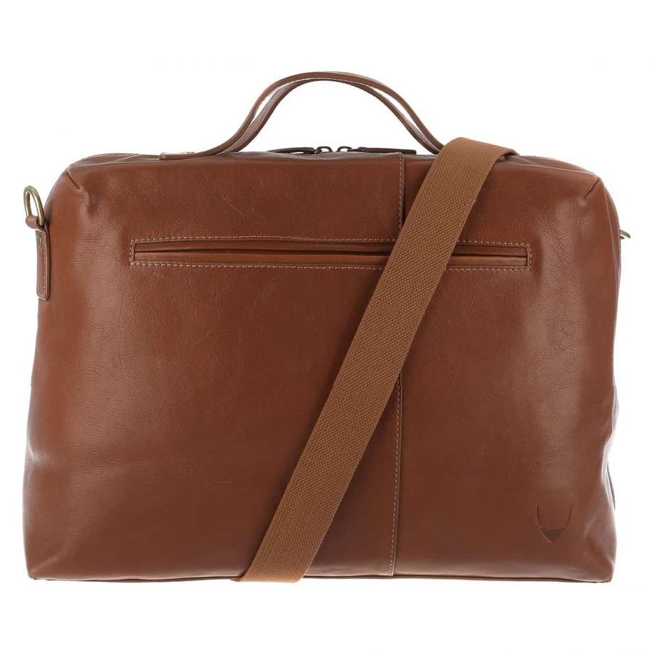 A back front view with the strap of Fitch 03 Tan leather holdall bag