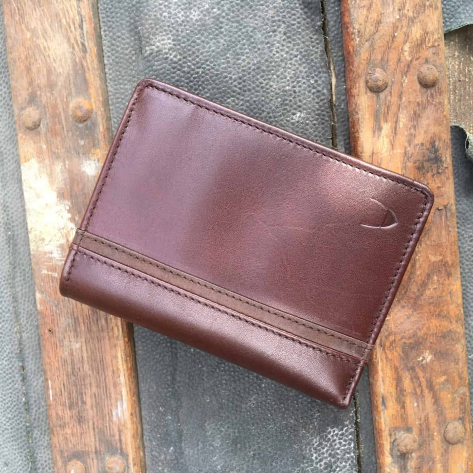 brown leather mens wallet with contrast leather detail